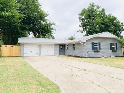 Warr Acres Single Family Home For Sale: 4704 NW 46th Court