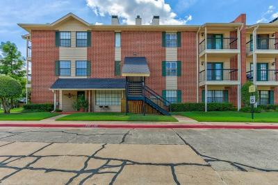 Oklahoma City Condo/Townhouse For Sale: 4400 Hemingway Drive #259