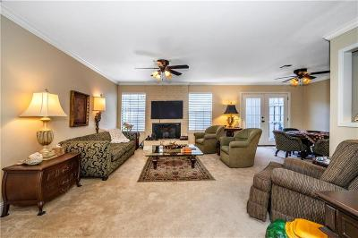 Canadian County, Oklahoma County Condo/Townhouse For Sale: 6500 N Grand Boulevard #189