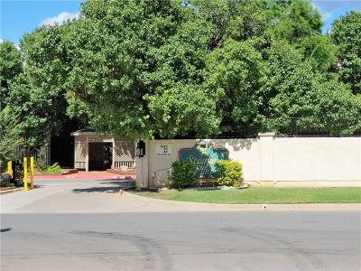 Canadian County, Oklahoma County Condo/Townhouse For Sale: 11120 N Stratford Dr Drive #211