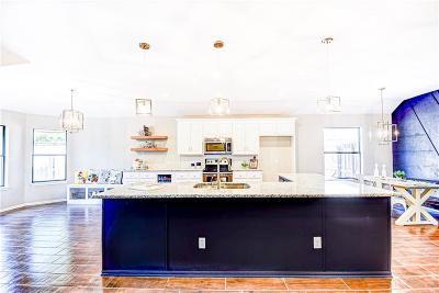 Oklahoma City Single Family Home For Sale: 3204 Castlerock