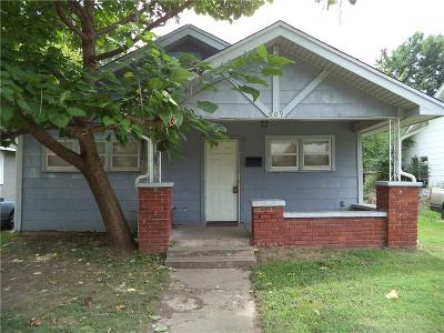 Rental For Rent: 609 W Ford Street