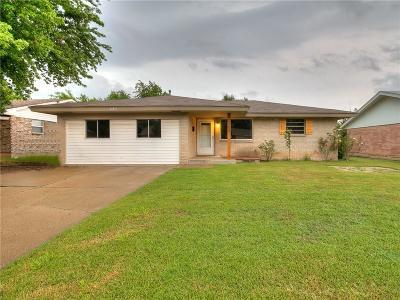 Moore Single Family Home For Sale: 1104 Harrington Drive