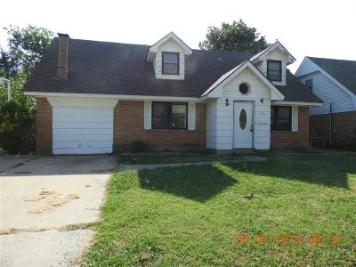 Moore Single Family Home For Sale: 700 Penn Lane