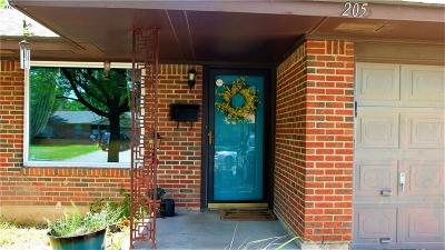 Moore Single Family Home For Sale: 205 S Bristow Avenue