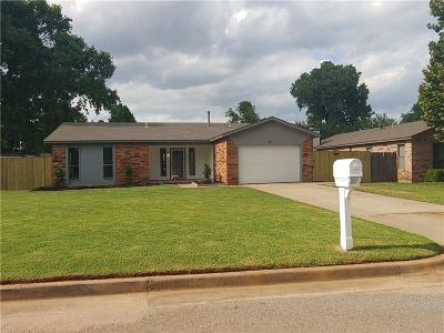 Mustang Single Family Home Pending: 221 W Maple Branch Way