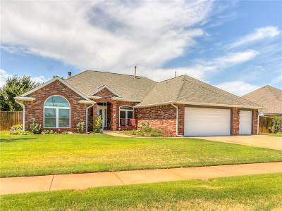 Mustang Single Family Home For Sale: 901 N Centennial Way