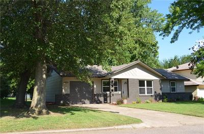 Shawnee Single Family Home For Sale: 1409 Thompson Drive