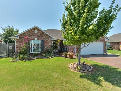 Shawnee Single Family Home For Sale: 2304 Crooked Oak Court