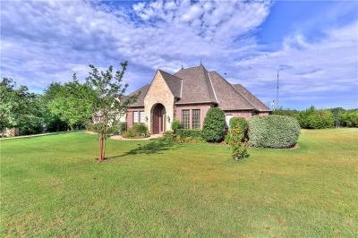 Edmond Single Family Home For Sale: 2209 Crestwood Drive