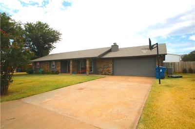 Cordell Single Family Home For Sale: 1414 Partridge Ln Center