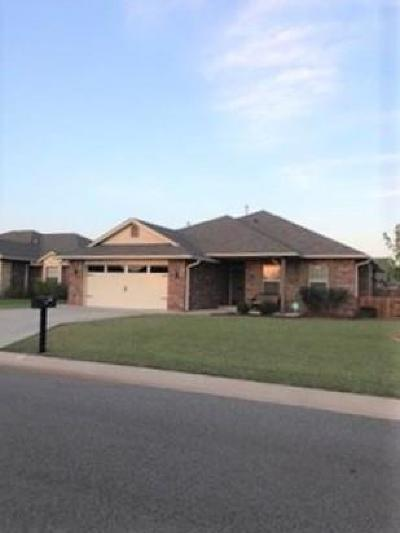 Shawnee Single Family Home For Sale: 2201 Timbers Boulevard