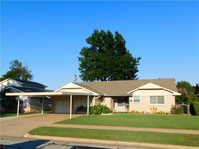 Oklahoma City Single Family Home For Sale: 8908 S Country Club Drive