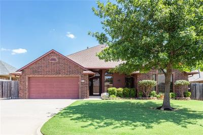 Moore Single Family Home For Sale: 2520 Bellaire Drive
