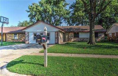 Mustang Single Family Home For Sale: 737 W Shepherd Drive
