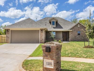 Mustang Single Family Home For Sale: 1205 N Nature Way
