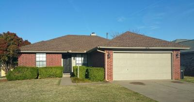 Moore OK Single Family Home For Sale: $135,000