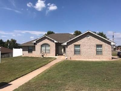 Chickasha Single Family Home For Sale: 2916 Lacey Drive