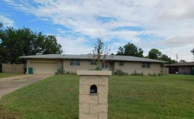 Moore Single Family Home For Sale: 501 Bell Fountaine Drive
