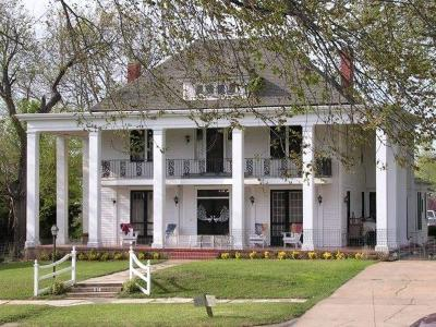 Guthrie Single Family Home For Sale: 614 E Warner
