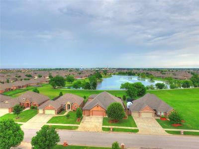 Moore Single Family Home Pending: 805 Carol Ann Place