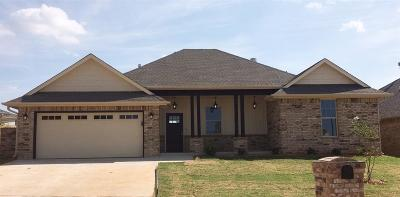 Warr Acres Single Family Home For Sale: 7105 Cherokee Crossing East