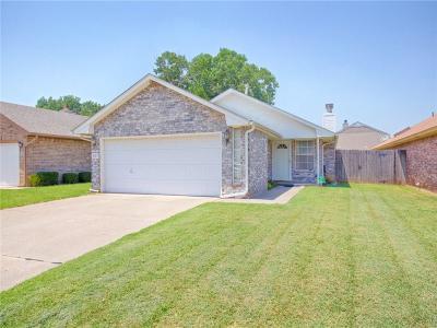 Moore Single Family Home For Sale: 607 Stoneridge Drive