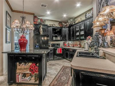 Midwest City Single Family Home For Sale: 10915 Blue Sky