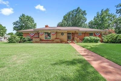 Midwest City Single Family Home For Sale: 410 E Atkinson Drive