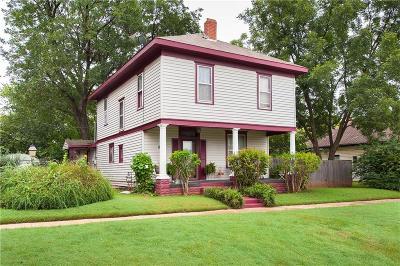 Guthrie Single Family Home For Sale: 414 S Oak Street