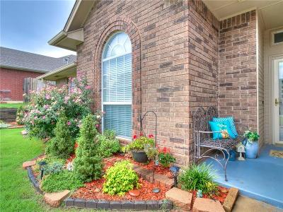 Midwest City Single Family Home For Sale: 11505 Devonbrook Court