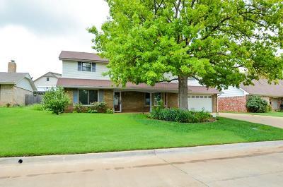Warr Acres Single Family Home For Sale: 7121 N Comanche Avenue