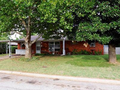 Warr Acres Single Family Home For Sale: 6004 N Redmond Avenue