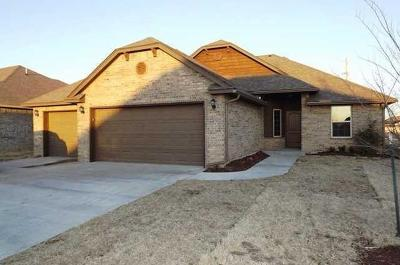 Single Family Home For Sale: 800 S. Howard Avenue