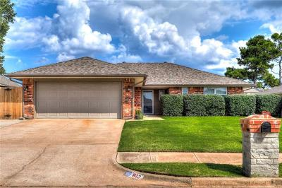 Moore Single Family Home For Sale: 612 S Bouziden Drive
