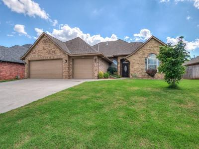 Norman Single Family Home For Sale: 212 Pecan Valley