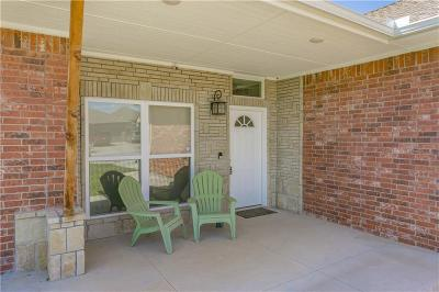 Moore Single Family Home For Sale: 1325 Ridgeway Drive