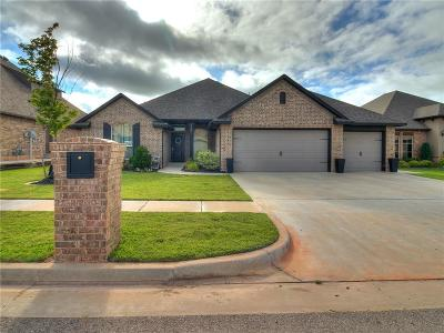 Moore Single Family Home For Sale: 1100 Lindsey Lane