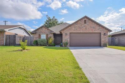 Moore Single Family Home For Sale: 824 Cardan Place