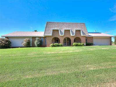 Mustang Single Family Home For Sale: 2105 E Karen Terrace