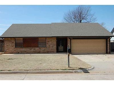 Midwest City Single Family Home For Sale: 1105 Lynn Fry Boulevard