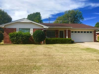Midwest City Single Family Home For Sale: 105 Country Club Terrace