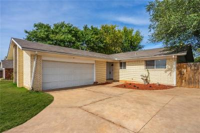 Moore Single Family Home For Sale: 107 Meadowbrook Drive