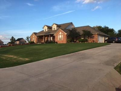 Mustang Single Family Home For Sale: 10700 Crystal Creek Drive
