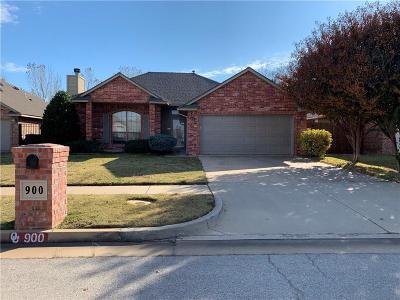 Moore OK Single Family Home Pending: $174,900