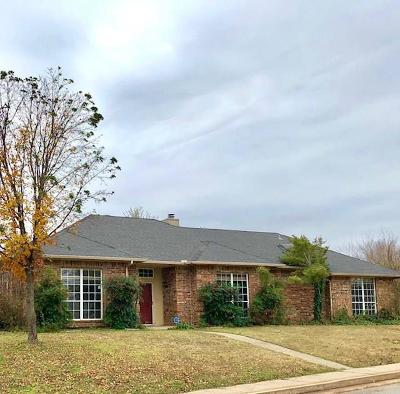 Edmond Single Family Home For Sale: 601 Old English