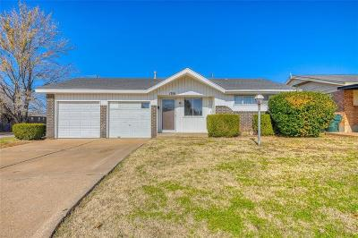 Norman Single Family Home For Sale: 1301 Lakecrest