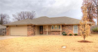 Midwest City Single Family Home For Sale: 103 Dove Hollow
