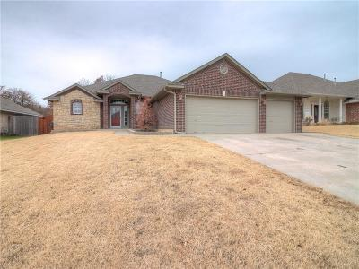 Midwest City Single Family Home For Sale: 113 Stone Creek