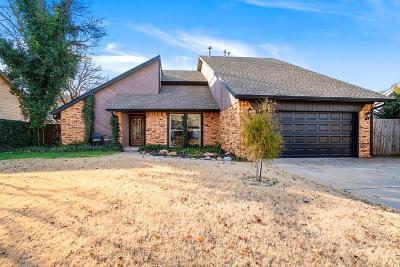 Single Family Home For Sale: 3216 Castlerock